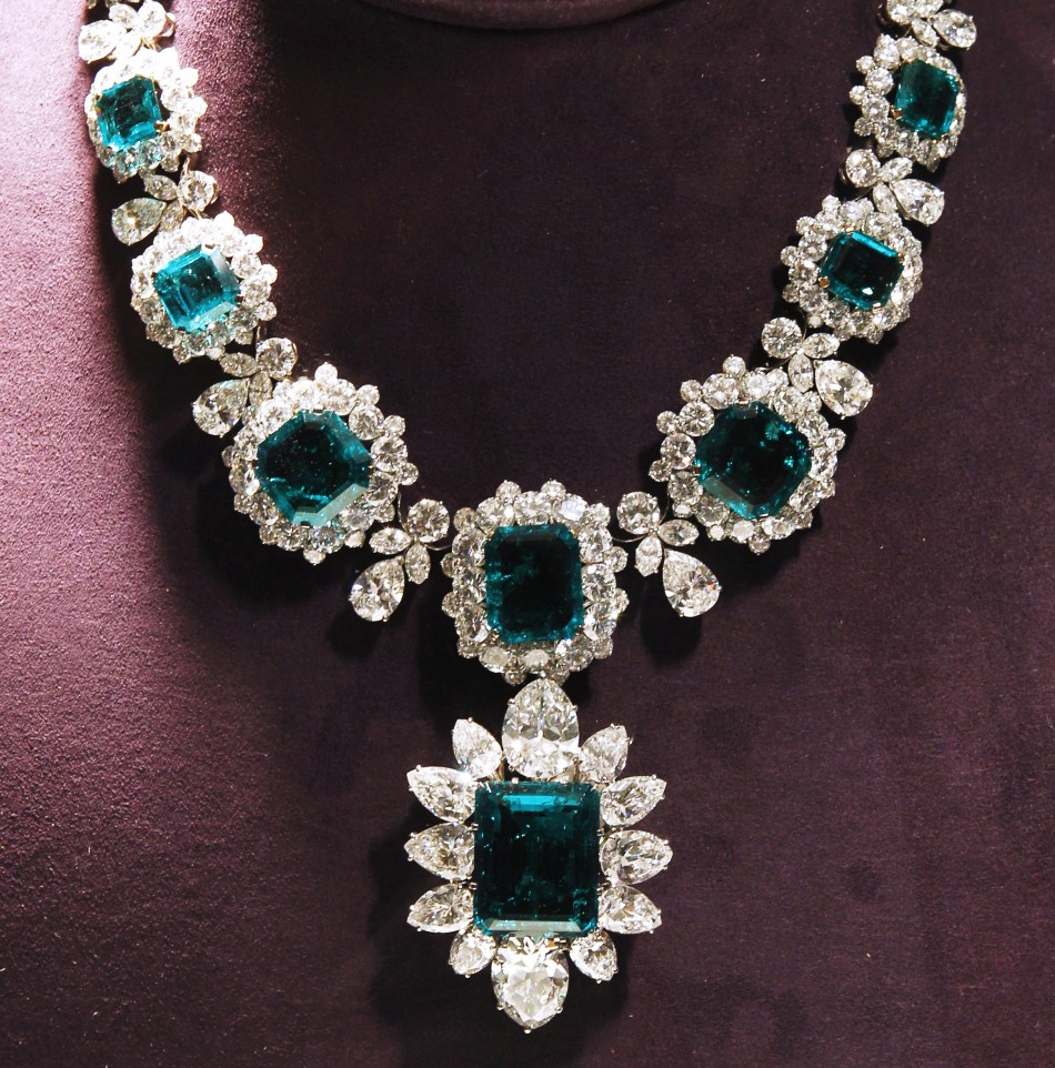 India Star Emerald: Dazzling Jewels Headline The Collection Of Elizabeth Taylor Exhibition :: Hamilton Jewelers