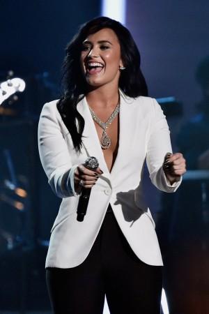 Demi Lovado Grammys 16