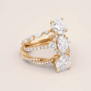 Gold band with three stacked diamonds
